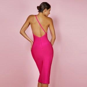 Modelbild One-Shoulder-Kleid pink von hinten