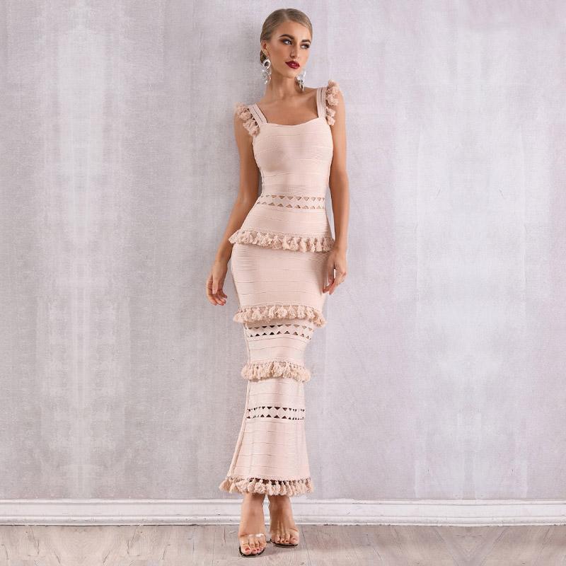 Modelbild Beiges Kleid Quasten von vorne