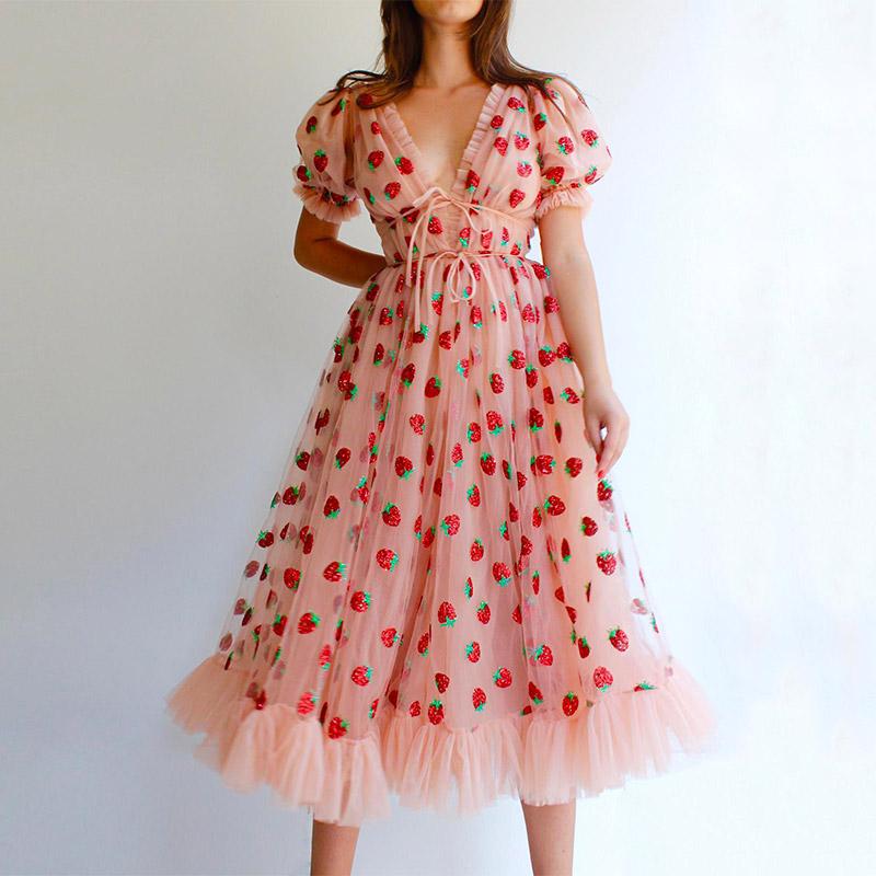 Modelbild rosa Kleid Erdbeeren
