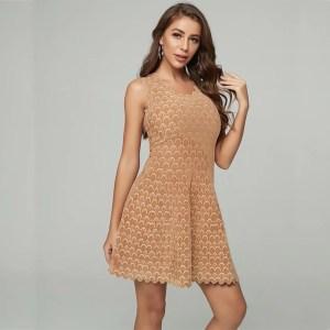 Modelbild Kleid Wellensaum beige