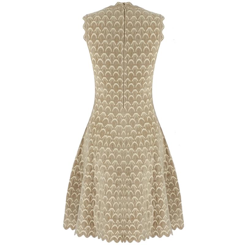Produktfoto Kleid Wellensaum beige Rückenansicht