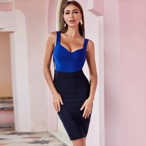 Bild Model trägt Kleid blau Colorblock- Ansicht von vorne