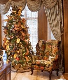 christmas-tree-with-ribbons-and-other-decorative-items1