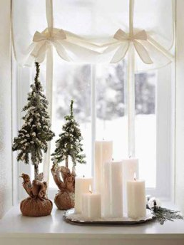 simple-idea-of-window-decoration-for-christmas