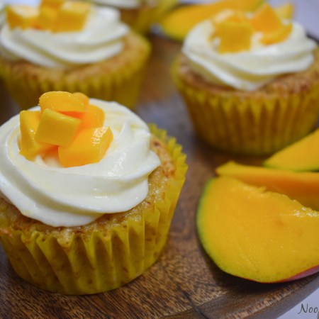Eggless Mango Cupcakes
