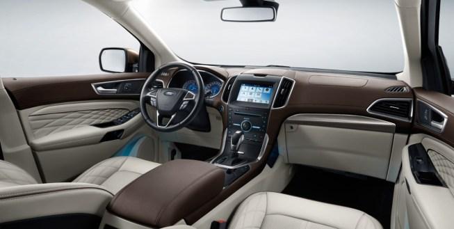 2018 Ford Edge interior