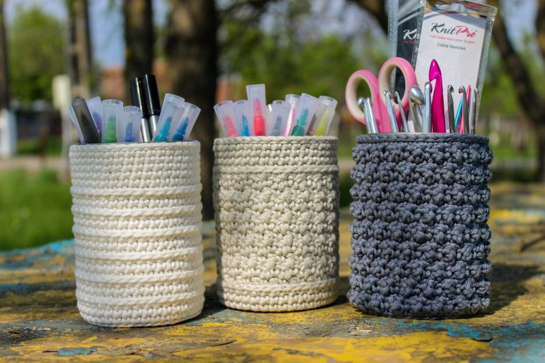 Crochet cozy patterns, maker motivation, and so much more. Come and meet the designer Hannah of Lalele Fibre Arts and check out all of her patterns!