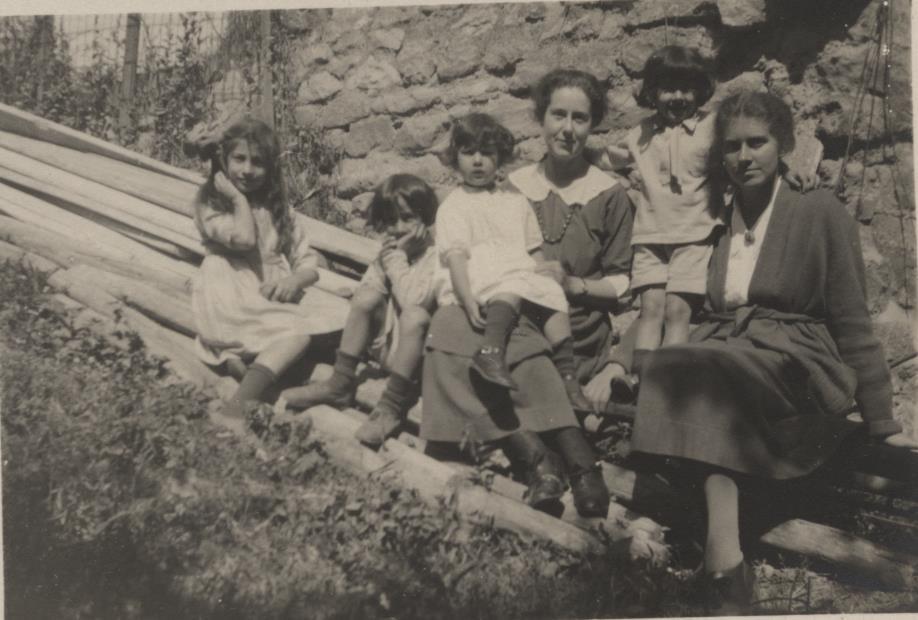 Noor, Vilayat, Khairunissa, Sakina, Hidayat, and Kismet. Summer 1922