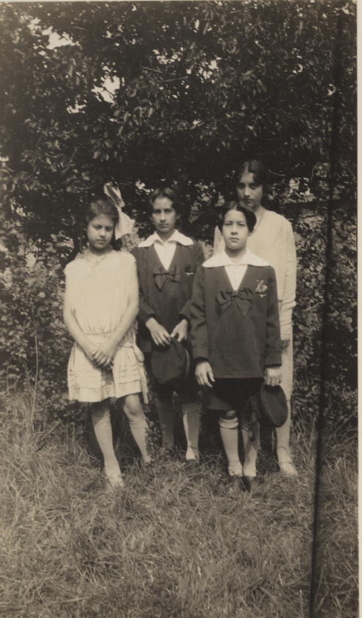 Khairunissa, Vilayat, Hidayat, and Noor. 1928