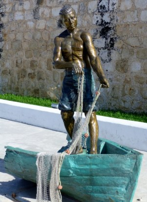 Street sculpture - local fisherman - Campeche