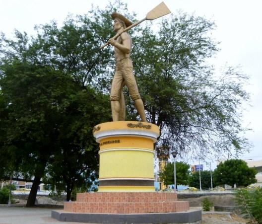 statue of a sailor - Manta