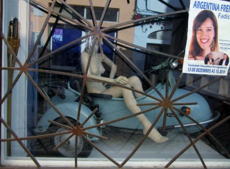 strange window dressing, Ferragudo, Portugal