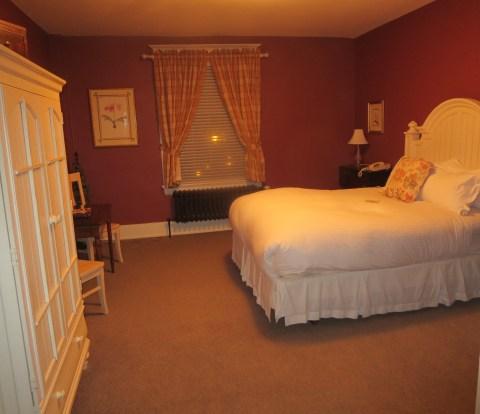 Room 407 bedroom