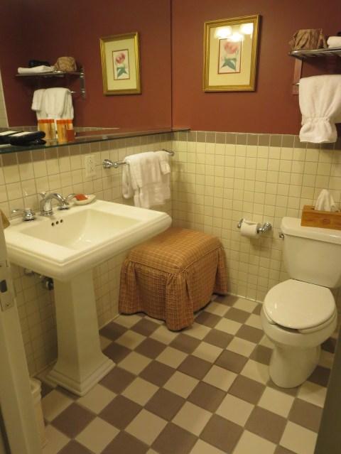 Bathroom on 407.