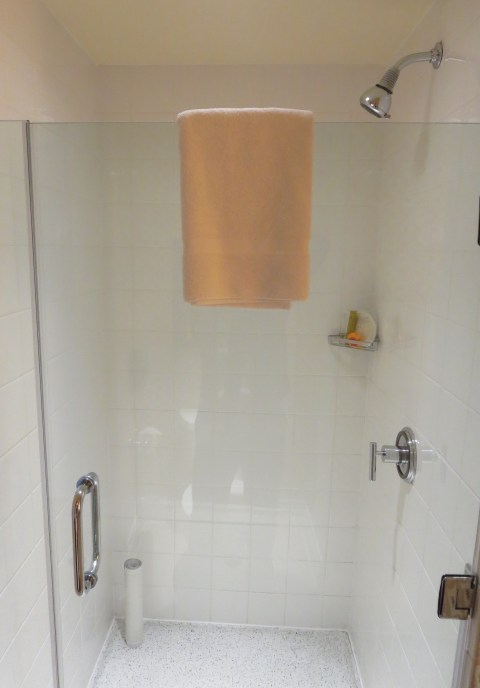 621 has a glass shower.