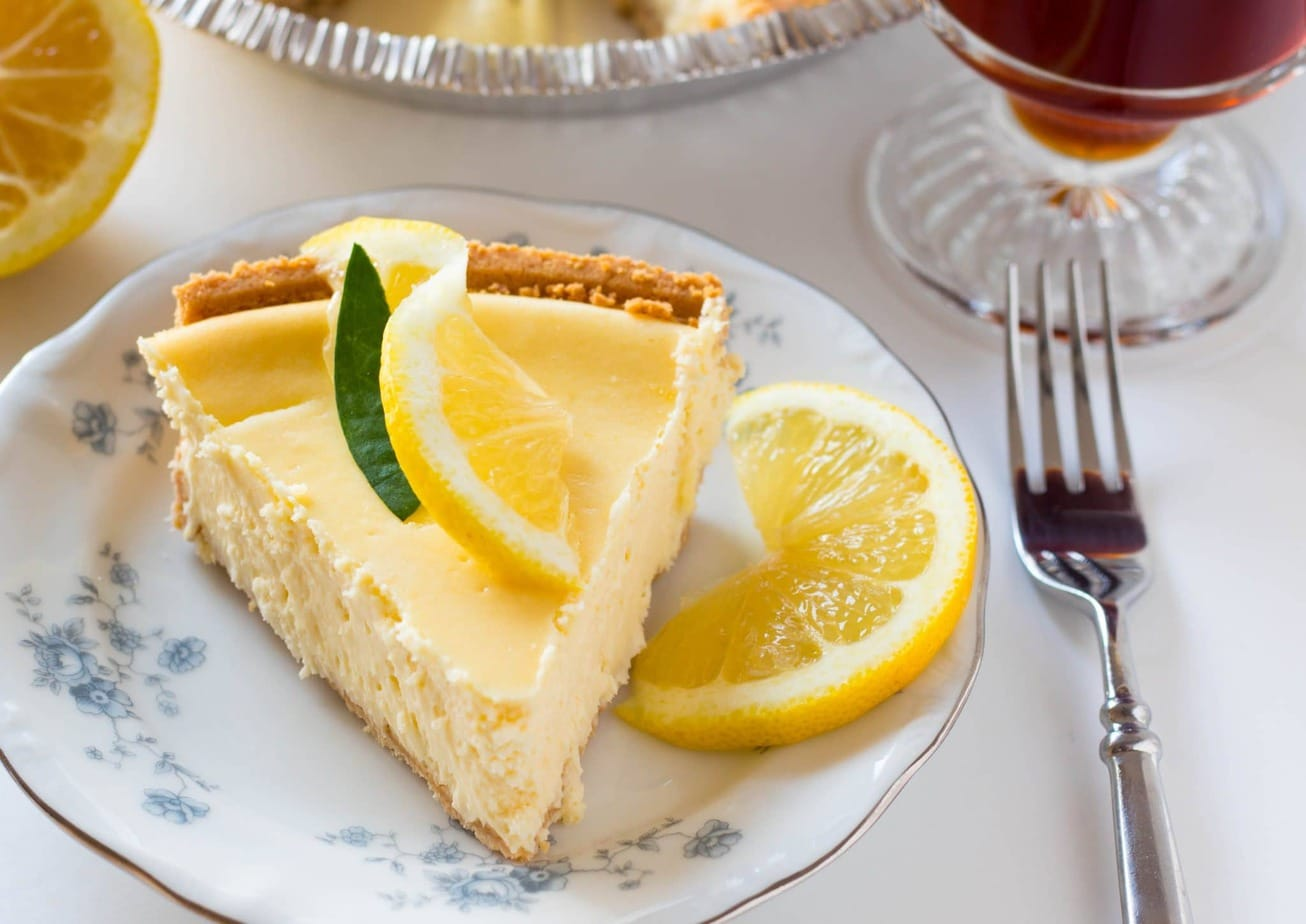 Easy Creamy Lemon Cheesecake