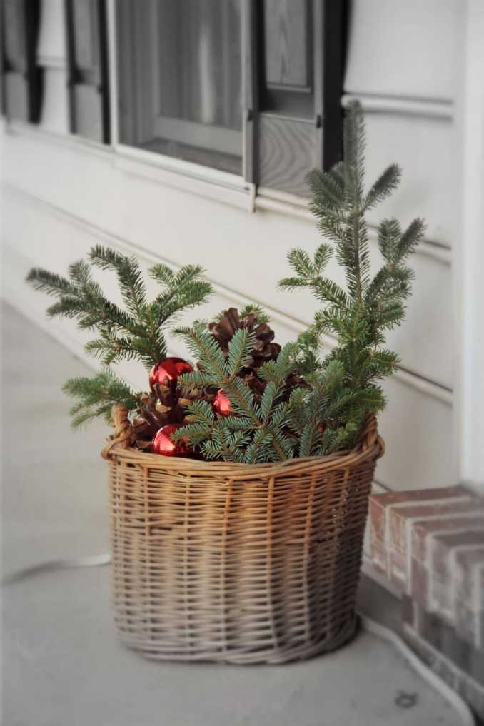5 Easy and Cheap DIY Christmas Decorating Ideas - No Plate