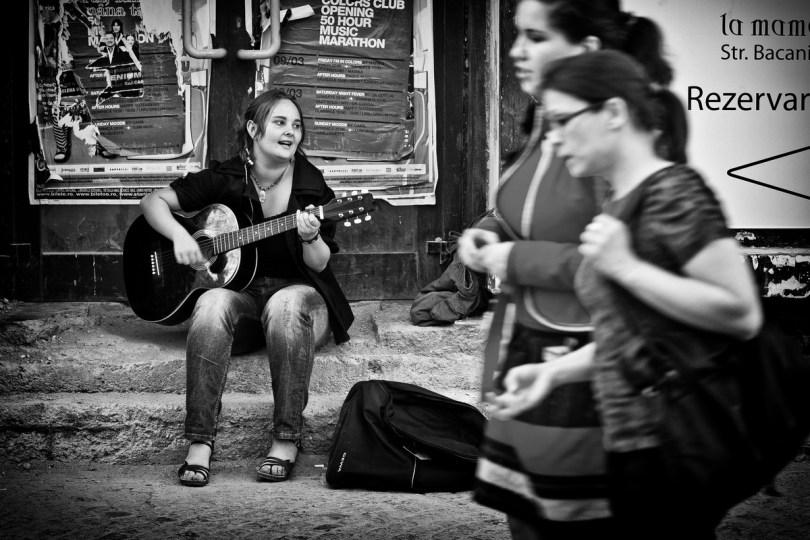 guitar-player-street