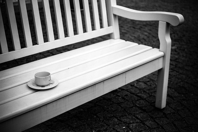 coffee-cup-bench-white