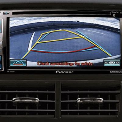 Cámara y sensores de retroceso.   El nuevo Yaris Hatchback cuenta con cámara y sensores de retroceso en todas sus versiones.