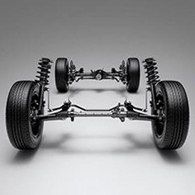 TRACCIÓN POSTERIOR 2WD   Su motor frontal y tracción posterior le da ventaja en superficies inclinadas, además de permitir una distancia mayor de la carrocería al piso.