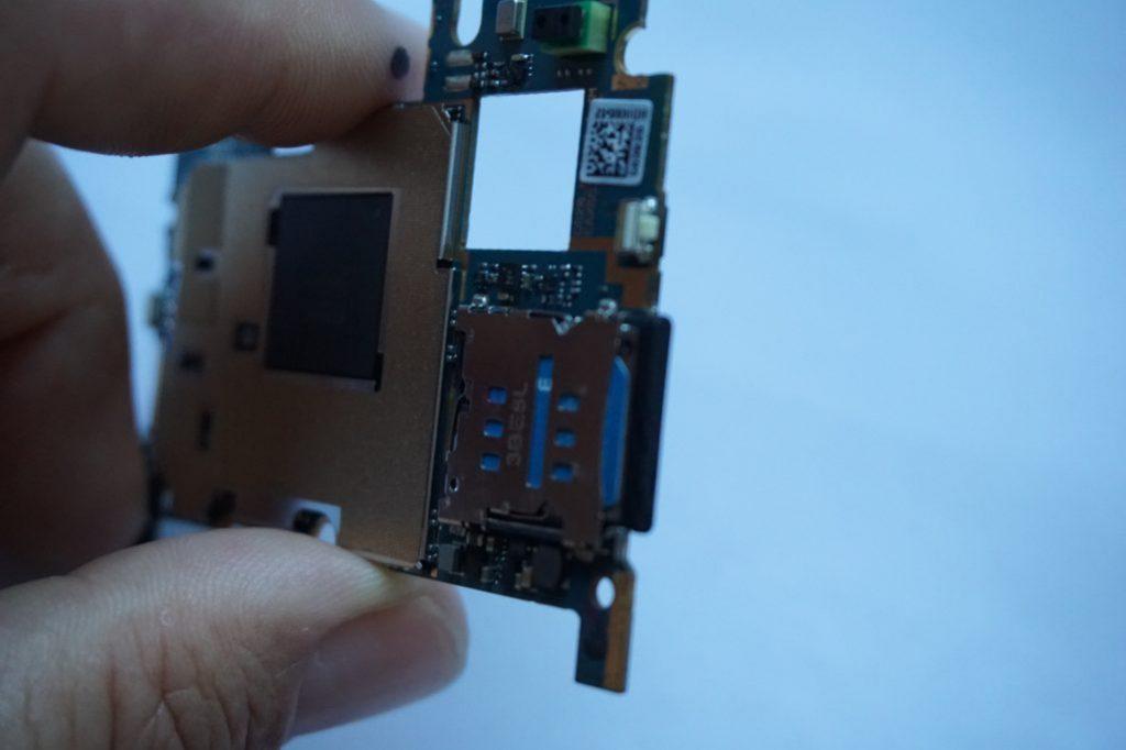 Nexus 5 sticky button