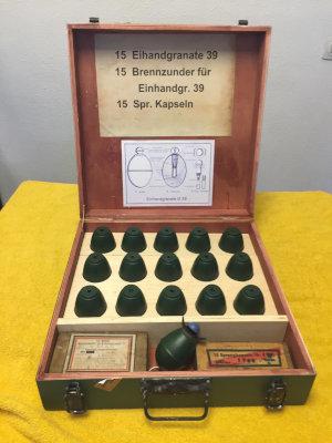 Impresion 3d recreacion historica granadas M39 con maletin