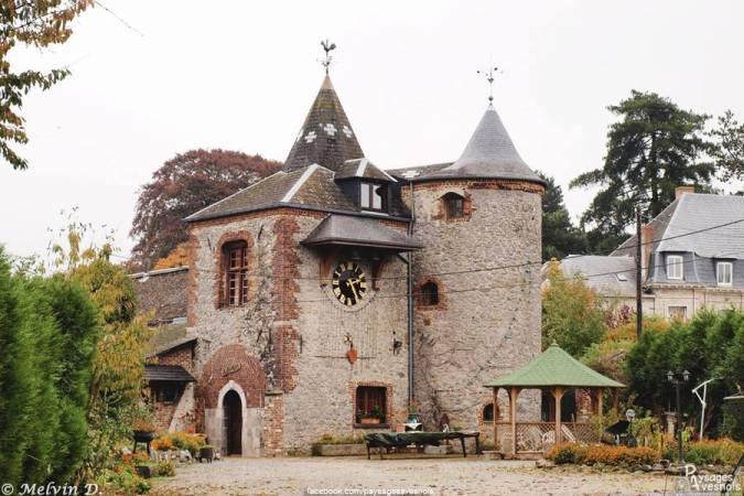 Chatelet de l'ancien château de la carnière Recquignies - - Paysages Avesnois - Nord Escapade
