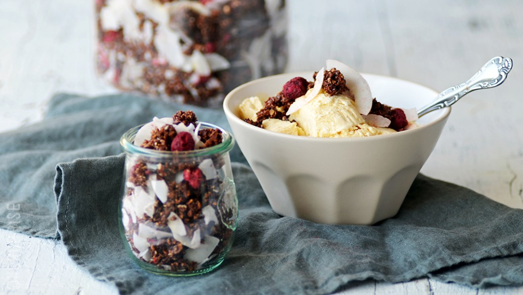 01_caramel_icecream_coconut_granola