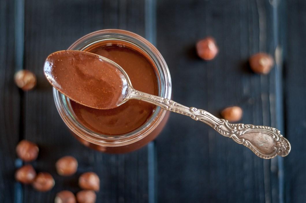 Homemade Dark Chocolate Cream with Hazelnuts by Eve | nordbrise.net (Hausgemachte dunkle Schokoladencreme mit Haselnüssen)