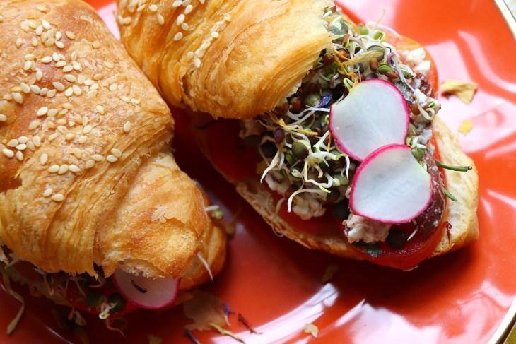 ricetta-croissant-salati-veggie-con-germogli