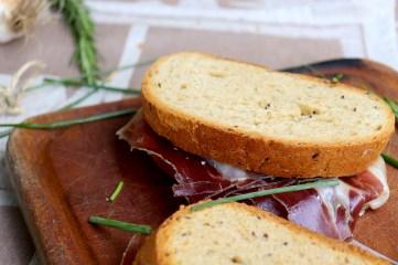 panino-con-crudo-cinta-senese