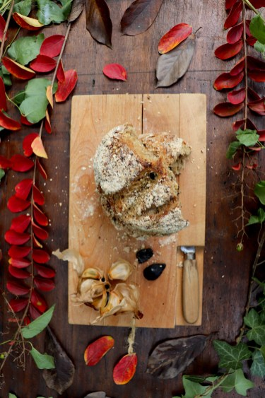 pane-di-segale-avena-e-aglio-nero