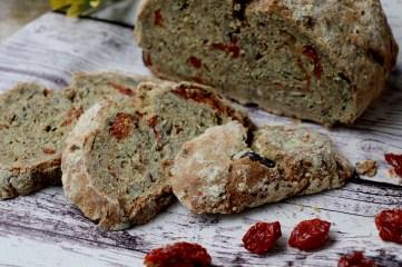 ricetta-pane-integrale-con-pomodorini-secchi