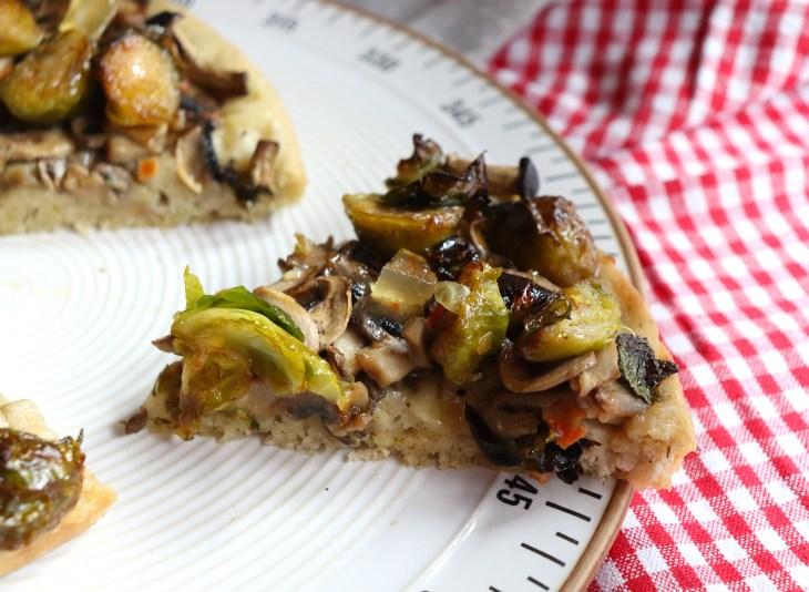 ricetta-pizza-multicereali-vegana-cavoletti-di-bruxelles