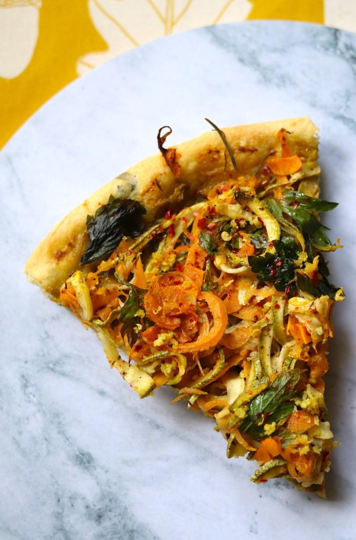 ricetta-pizza-spaghetti-con-crema-di-fave-e-aromi