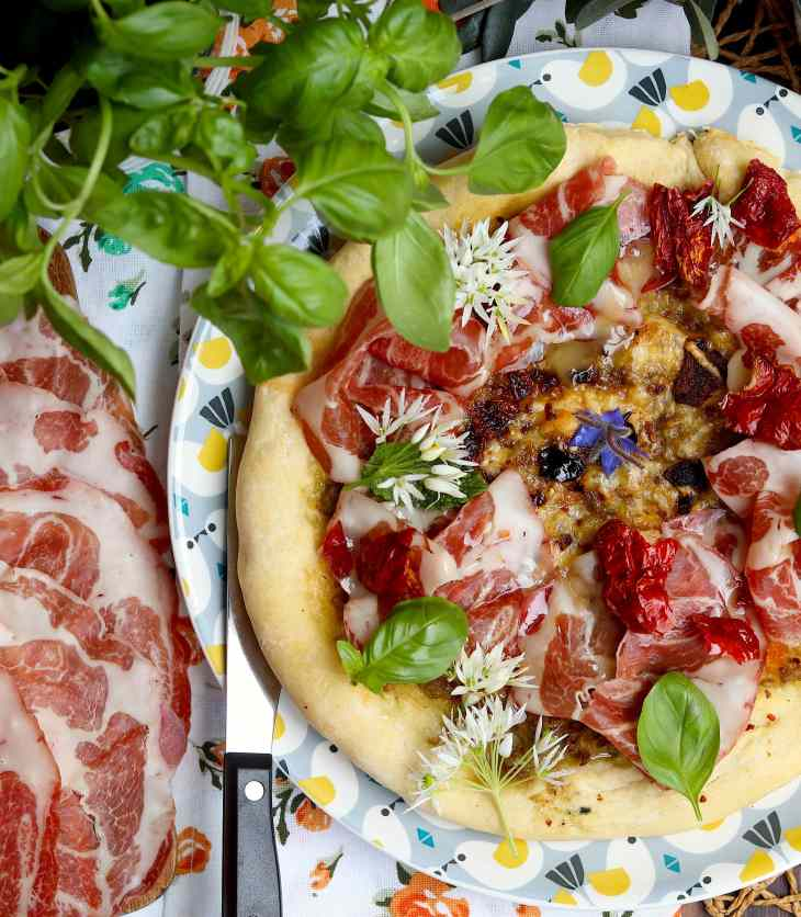 pizza fave coppa e peperoni cruschi
