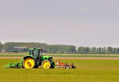 Wie die NASA und John Deere dazu beigetragen haben, dass Traktoren selbst fahren