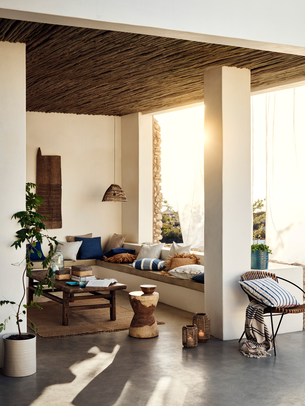 Beautiful Summer Living Inspiration with HM Home