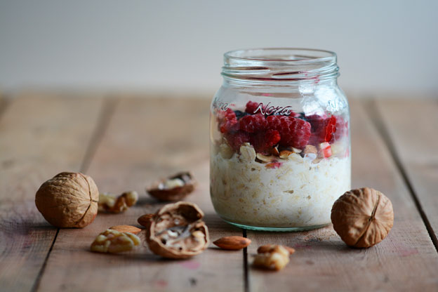 Overnight oats with nuts and berries