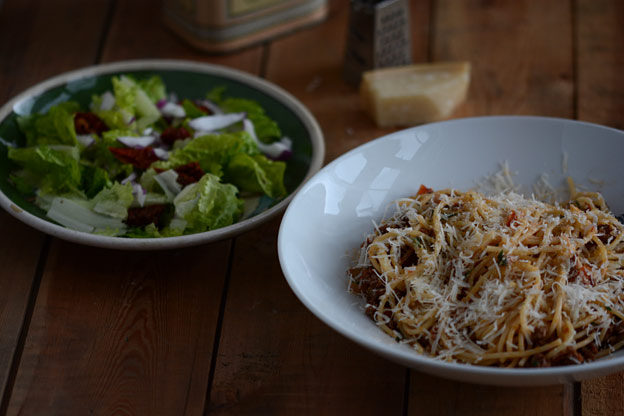 Pasta bolognese with a simple salad