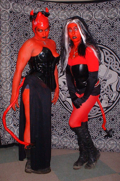 Larping succubi. Photo by flickr user danielle_blue