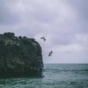 Cliff jumping (Photo, Jacub Gomez