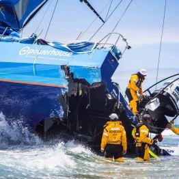 Team Vestas Wind erleidert während der zweiten Hochsee-Etappe von Kapstadt nach Abu Dhabi Schiffbruch. Bild Volvo Cars.