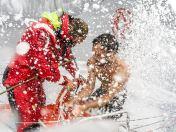 Team Dongfeng während der vierten Hochsee-Etappe von Sanya nach Auckland. Jin Hao Chen 'Horaz' mit seinen roten Glückssocken, die er tragen will bis sie entweder abfallen oder er in Auckland ankommt. Bild: Volvo Cars