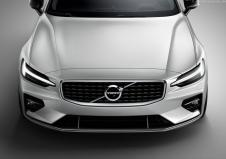 Volvo V60 R-design mit speziellem Kühlergrill