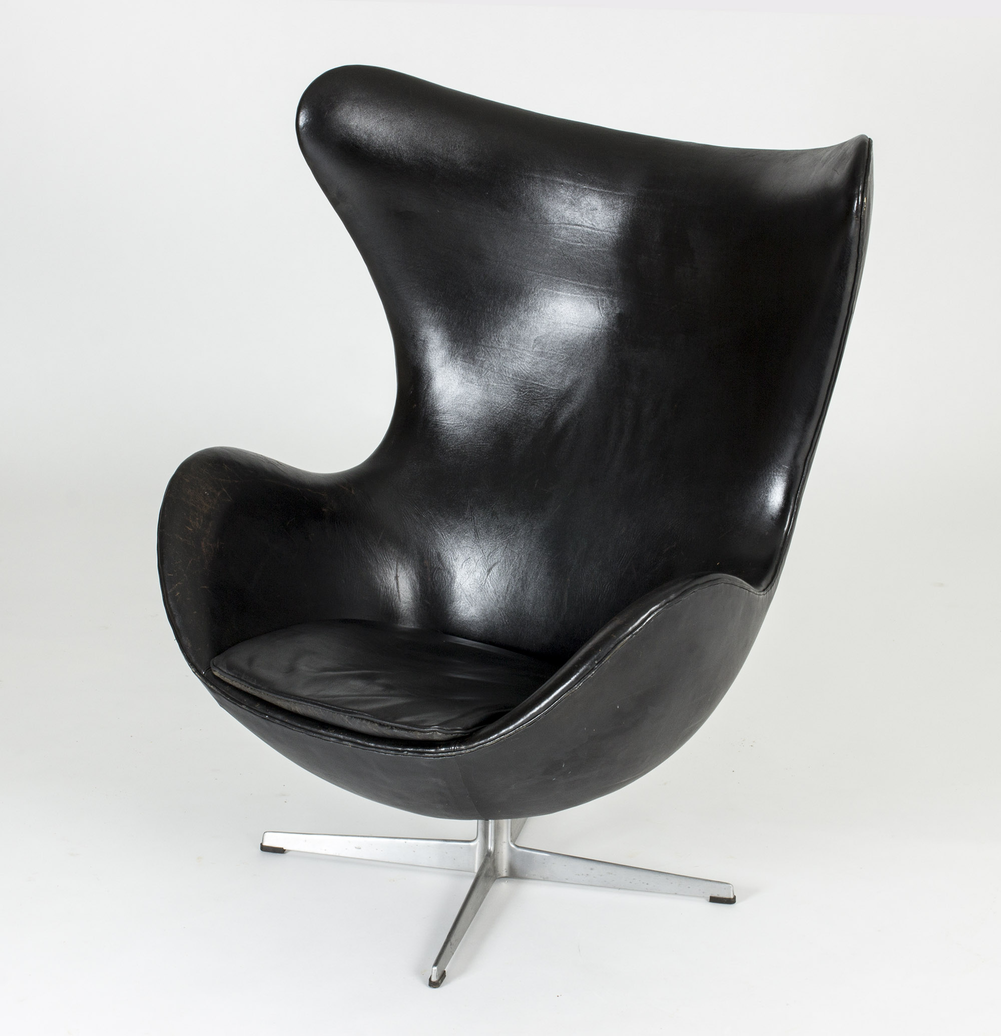 Egg lounge chair by Arne Jacobsen  Vintage Mid Century