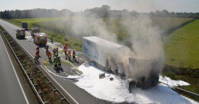Kühltransporter gerät auf Autobahn in Brand Foto: NordNews.de