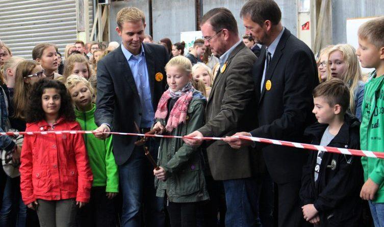 """""""Pabu los!"""" – 15. Pappstadt in Papenburg eröffnet - Die amtierende Bürgermeisterin aus dem letzten Jahr, Amy Watzke, eröffnet die Pappstadt 2017. Foto: Stadt Papenburg"""