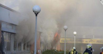 Lingen - Infos der Feuerwehr zum Brand in der alten Pestalozzischule Foto: NordNews